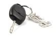 Porte clé en forme de voiture accroché à des clés de voiture
