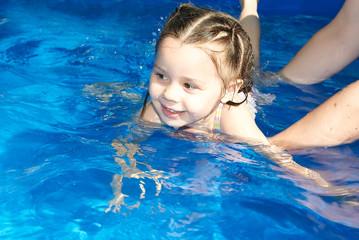 teaching girl swim