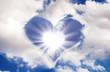 Soleil et nuages en forme de coeur