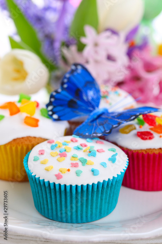 Easter cupcakes with spring flowers