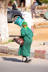 Donne a passeggio a Marrakech