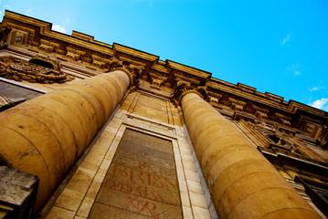 la fachada de la Clerecia
