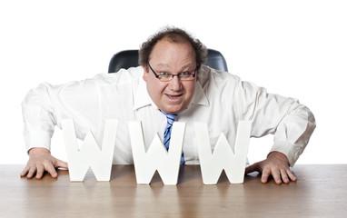 homme d'affaire convaincu de sa stratégie web