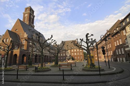 Rathaus mit Vorplatz - 29773873