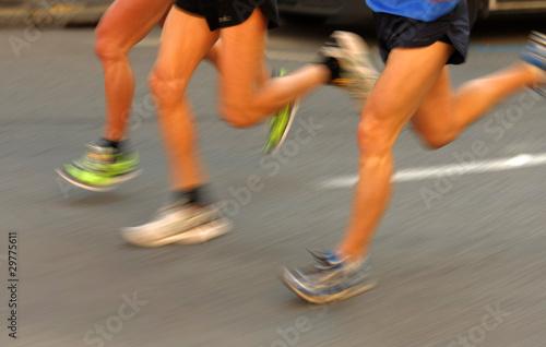 Piernas de corredor en movimiento