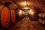 alter Weinkeller, Rotwein Barrique-Fässer, Eichenfässer - 29780840