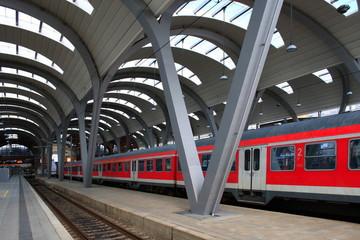 Bahnhof Halle Bahngleis Deutschland neutral