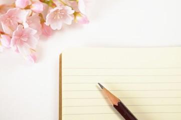ノートと鉛筆と桜