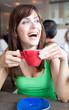 Im Lokal beim cafe trinken