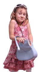 Mädchen mit Sonnenbrille und Handtasche