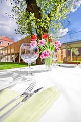 Garten Party Trauung gedeckter Tisch