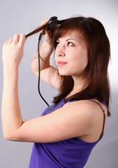 Beim Haare glätten