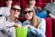 Paar im Kino mit 3D-Brille
