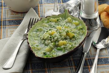 Sopa de arroz y patatas