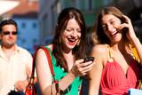 Frauen beim Shopping mit Taschen und Bodyguard poster