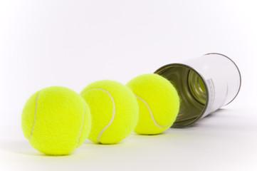 Dose mit Tennisbälle