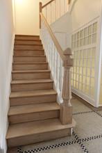 Drewniane schody odnowiony