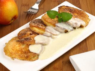 Apfelbeignets mit Vanillesauce