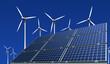 Monokristalline Solarmodule vor Windkrafträder