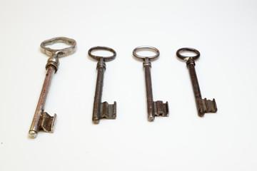 vier Schlüssel
