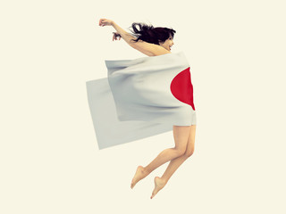 ragazza con bandiera del Giappone