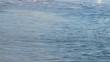 Flux et reflux sur une plage méditerranéenne