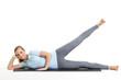 junge frau trainiert die beinmuskulatur