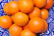 Orangen in einer blauen Schale