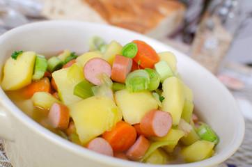 Kartoffelsuppe mit Wursteinlage