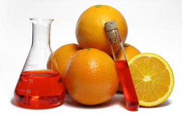 laborgläser mit orangen