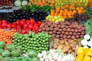 Banco di verdura nel souk di Marrakech - Marocco