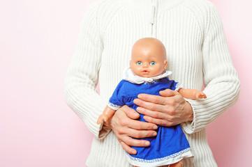 Puppe im Arm