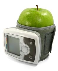 Apfel und Blutdruckmessgerät