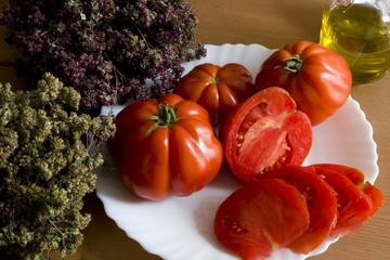 "italians  tomatoes  ""cuore di bue""  with origan"