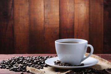 Fototapeta kawa na drewnianym tle