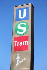 Hinweis auf öffentliche Verkehrsmittel