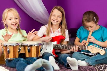 Kinder musizieren