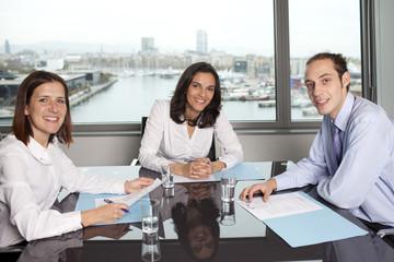 Drei Geschäftsleute im Büro