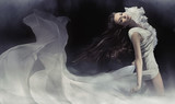 Niesamowite zdjęcie zmysłowej damy brunetki