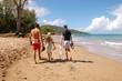 Nous marchons sur la plage