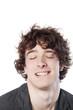 photomaton d'un jeune homme yeux fermés