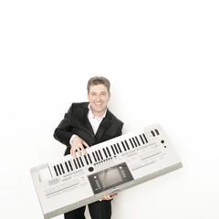 Musiker mit Keyboard