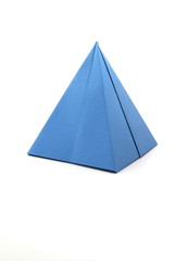 Pyramide in blau