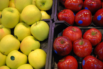 Apples in a market