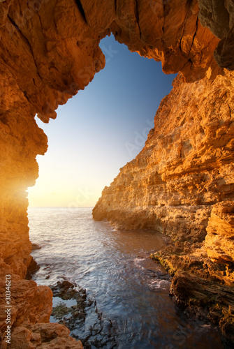 Obraz na Plexi Sunset into grotto