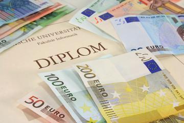Diplom mit Euroscheinen
