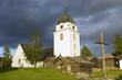 kirche mit blockhäuschen in schweden