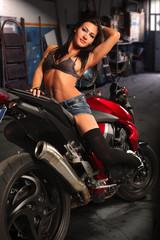 ragazza in moto