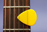 Plectrum between strings