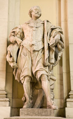Rubens statue from Vienna - facade of art gallery